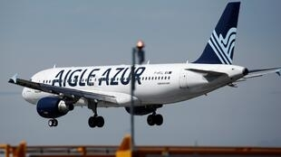 Un Airbus A320 d'Aigle Azur atterri à l'aéroport d'Orly le 6 septembre 2019.