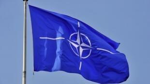Bandera de la OTAN en su sede, en Bruselas.
