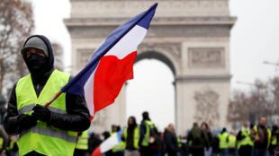 """Os """"coletes amarelos"""" no Champs-Elysées, no dia 15 de dezembro."""