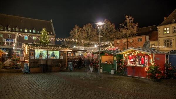 Christmas market at the market square, Dülmen, North Rhine-Westphalia, Germany