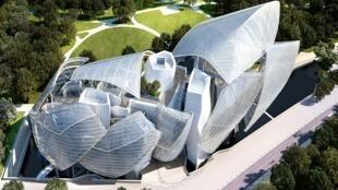 Doze painéis de vidro e metal compõem a cobertura da Fundação Louis Vuitton.