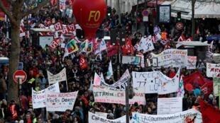 250.000 personnes ont manifesté ce jeudi 16 janvier à Paris, selon la CGT. 23.000, selon le ministère de l'Intérieur.