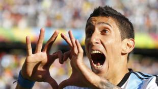 O argentino Angel Di María acerta transferência para o Manchester United.