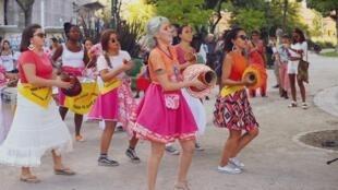 Em Portugal, há festas de Carnaval de norte a sul do país. Os foliões saem às ruas sem olhar às temperaturas do finalzinho do inverno.