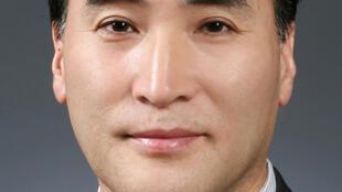 លោក Kim Jong-yang ជនជាតិកូរ៉េខាងត្បូង ជាប់ឆ្នោតជាប្រធានអាំងទែរប៉ូលថ្មី