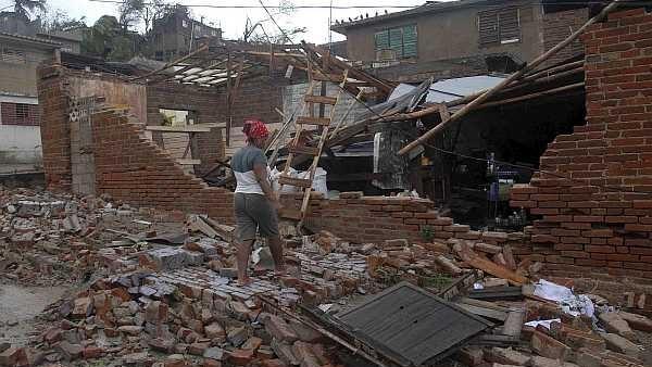 Imagem da desolação após a passagem do furacão Sandy em Cuba (25/10/12).
