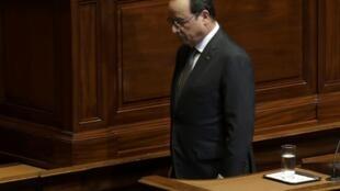 O Presidente  François Hollande, após o seu discurso diante dos parlamentares franceses reunidos no Congresso em Versalhes, 16 Novembro de 2015.