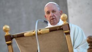 Papa: os migrantes são o símbolo de todos os excluídos