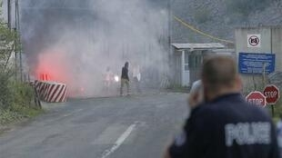 A Kosovo police officer at the Serbia-Kosovo border crossing in Jarinje as the attack takes place