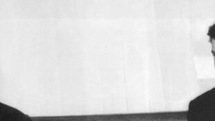 Le président algérien Houari Boumédiene (G) reçoit le sénateur américain Edward Kennedy, le 20 novembre 1966 à Alger.