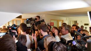 Журналисты в здании суда, куда привезли подозреваемого Акилова, Стокгольм, 11 апреля 2017.