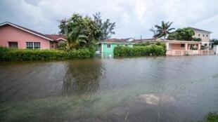 Une rue de Nassau dans les Bahamas inondée lors du passage de l'ouragan Dorian, le 2 septembre 2019.
