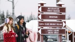 """Du khách """"đổ bộ"""" ngôi làng của ông già Noel Santa Claus Village - Rovaniemi, Phần Lan."""