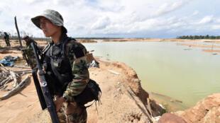Operativo para destruir el material usado para la minería ilegal en Madre de Dios, Perú, el 19 de febrero de 2019.