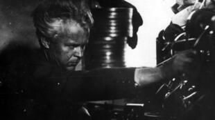 Александр Довженко на съемках фильма «Щорс»