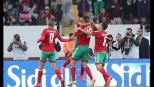 Les joueurs marocains célèbrent le but d'Ayoub El Kaabi face à la Namibie, en quart de finale du CHAN 2018.