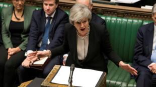 Ảnh minh họa : Thủ tướng Anh Theresa May phát biểu trước Nghị Viện tại Luân Đôn, ngày 29/01/2019.