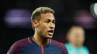 Neymar durante o jogo em que o PSG venceu o Lyon por 2 a 0, mas com gols contra do time adversário.