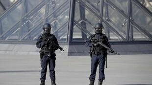 Police outside the Louvre after Abdallah El-Hamahmy's attack