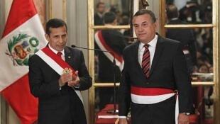 El presidente peruano Ollanta Humala junto al nuevo ministro de Interior Daniel Urresti, el 23 de junio de 2014 en Lima.