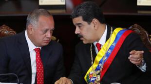 Diosdado Cabello, chủ tịch Quốc Hội Lập Hiến và tổng thống Nicolas Maduro (P), ngày 24/01/2019 tại Caracas.