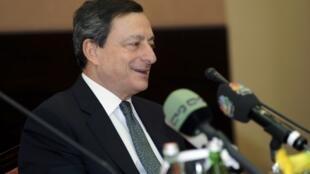 O presidentedo Banco Central Europeu, Mario Draghi, participou nesta quinta-feira de uma reunião em Abu Dhabi com os presidentes dos bancos centrais das monarquias do Golfo.
