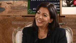 La alcaldesa de París en exclusiva en Escala en París.