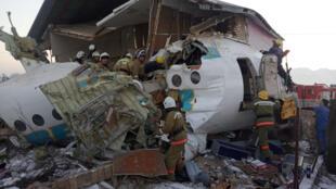 哈薩克一架客機失事。