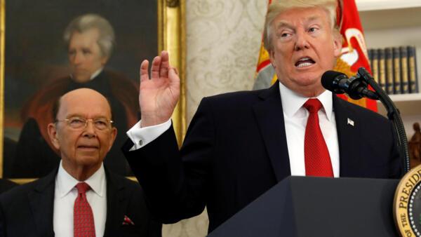 Milionário Wilbur Ross (esq.) é o secretário de Comércio de Donadl Trump.