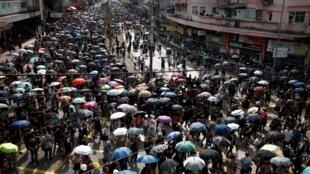 Hồng Kông : Tuần hành ở Nguyên Lãng (Yuen Long) ngày 27/07/2019, chống băng đảng hành hung người biểu tình.