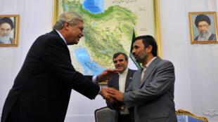 O presidente iraniano, Mahmoud Ahmadinejad, recebeu o ministro do Desenvolvimento, Indústria e Comércio Exterior, Miguel Jorge.