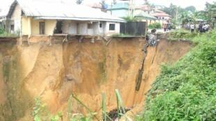 Nigeria, dans l'État de Cross River. La région du Delta du Niger est affectée par l'érosion des terres.