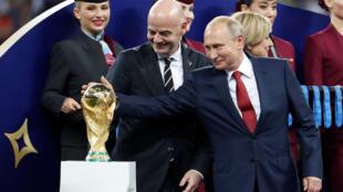 По мнению Станислава Белковского, расчет Путина на то, что Чемпионат мира по футболу выведет страну из изоляции, не оправдался