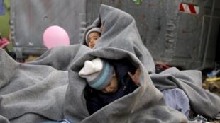 Франция эвакуировала из Сирии еще одну группу детей джихадистов