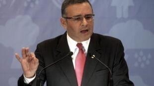 El presidente Mauricio Funes (foto) y representantes de los partidos en la Asamblea intentan en una mesa de diálogo superar con un acuerdo político este embrollo judicial.