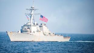 Khu trục hạm Mỹ USS Stethem áp sát đảo Tri Tôn, Hoàng Sa ngày 02/07/2017.
