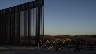 Một đoạn tường biên giới đang xây dựng tại tiểu bang New Mêhicô, Hoa Kỳ. Ảnh chụp ngày 13/02/2020.