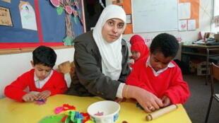 Em outros países da Europa, como Alemanha e Inglaterra, o uso de símbolos religiosos, como o véu islâmico, é autorizado.