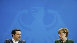 El primer ministro griego, Alexis Tsipras y la canciller alemana, Angela Merkel, durante la rueda de prensa luego de su reunión en Berlín el 16 de diciembre de 2016.