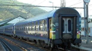 Voitures Lunéa de la SNCF à Cerbère, à la frontière franco-espagnole.