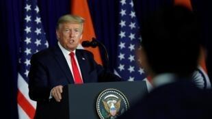 Presidente dos EUA, Donald Trump, fala durante uma conferência de imprensa em Nova Deli, Índia, 25 de fevereiro de 2020.
