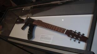 The 'Escopetarra' on display at the United Nations Headquarters. This 'gun-guitar' was invented by Colombian musician César López in 2003.
