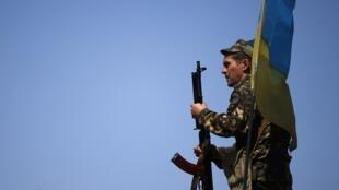 基輔當局表示將繼續在東部針對分裂勢力的打擊行動,  2014. 5 11