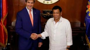 Tổng thống Philippines Rodrigo Duterte gặp ngoại trưởng Mỹ John Kerry, Phủ Tổng Thống, Manila, ngày 27/07/2016.