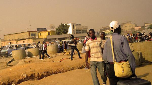 Luanda, capital de Angola, que viveu três décadas de guerra civil.