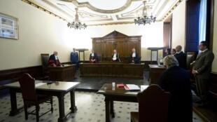 """Tribunal do Vaticano analisa o caso que ficou conhecido como """"Vatileaks""""."""