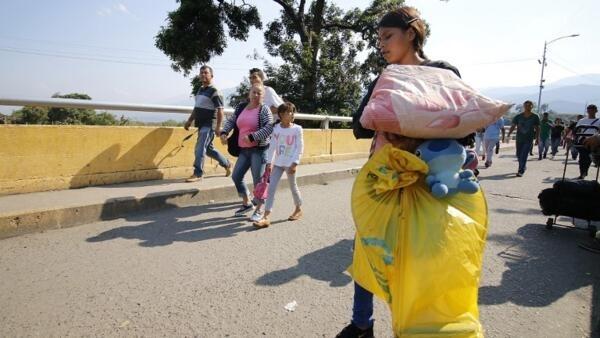 A ponte Simon Bolivar, na fronteira entre a Venezuela e a Colômbia, por onde têm transitado muitos venezuelanos fugindo à crise e onde tem sido bloqueada a chegada de ajuda humanitária.