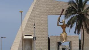 Angola desmente encomenda de carros com droga apreendidos no porto de Dakar, Senegal.