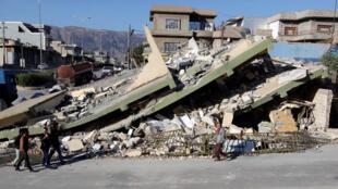 Prédios destruídos por terremoto na região autônoma do Curdistão, em 13 de novembro de 2017.