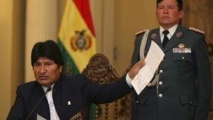 O presidente boliviano Evo Morales decidiu suspender a construção da polêmica auto-estrada em La Paz, Bolivia